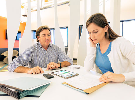 Accountant explains to his client the free cash flow of her company