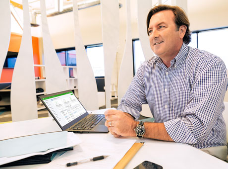 An accountant improving his bookkeeping business by using Top Technology Trends as leverage