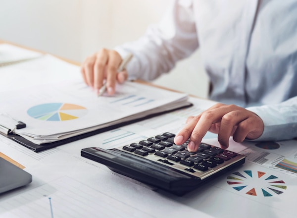 What does a bookkeeper do? | QuickBooks