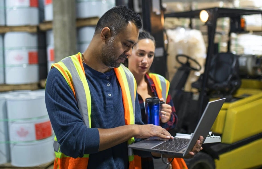 warehouse workers with laptop